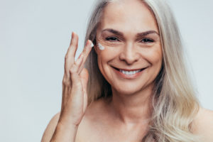 older-woman-moisturizer